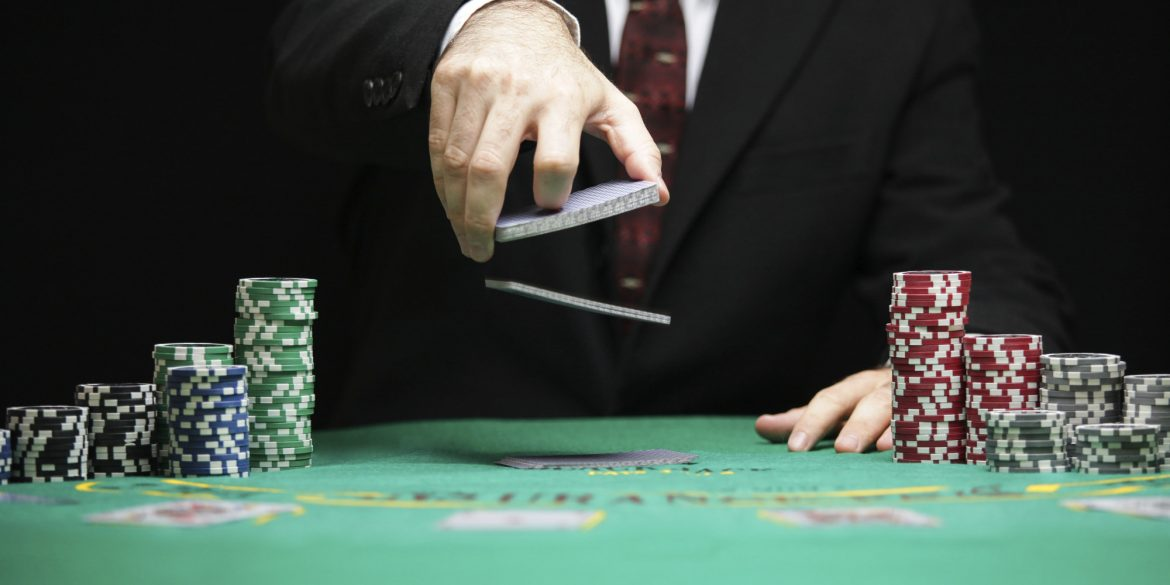 Why Playing Poker Game Online is an Advantage?