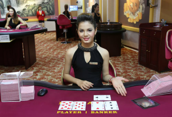What are the benefits of playing bandar judi online?